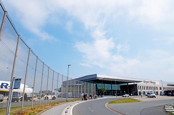 weeze airport dusseldorf goedkoop vliegen  nederlands vanaf weeze ryanair vliegtuig . copyright robin utrecht
