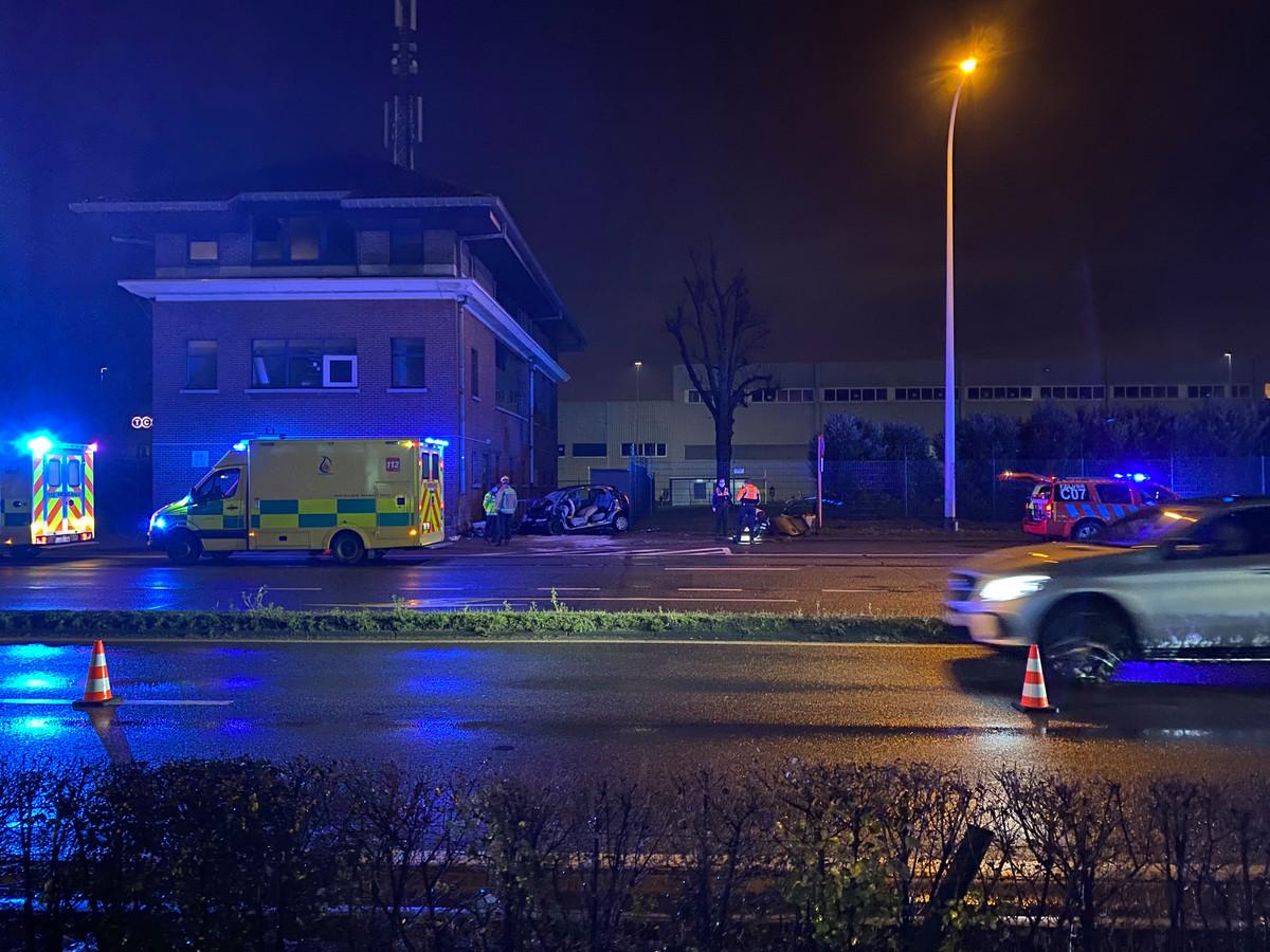 De Citroën C3 botste vrijdag frontaal tegen een gebouw in Melsbroek.