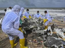 Une plage du Sri Lanka polluée par des tonnes de plastique provenant d'un navire en feu