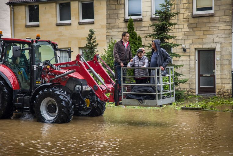 Overstroming in het Limburgse Valkenburg.  Beeld Arie Kievit / de Volkskrant