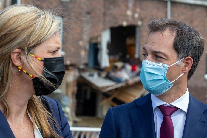 La ministre de l'Intérieur Annelies Verlinden et le Premier ministre Alexander De Croo à Pepinster après les inondations.