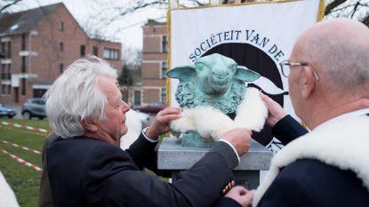 Schaepshoofden onthullen standbeeld