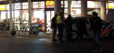 Politieactie bij supermarkt in Zwolle: drie personen opgepakt