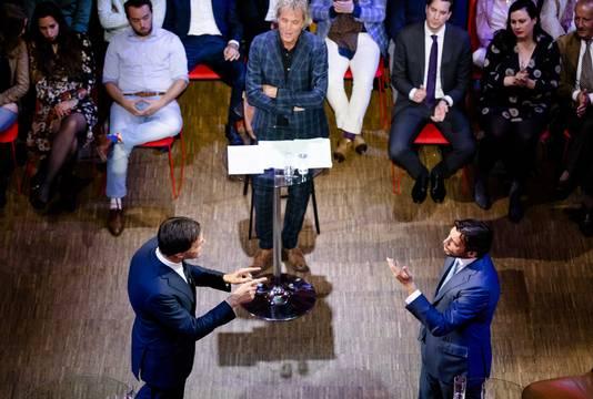 Thierry Baudet (FvD) en VVD-leider Mark Rutte tijdens hun debat aan de vooravond van de Europese verkiezingen.