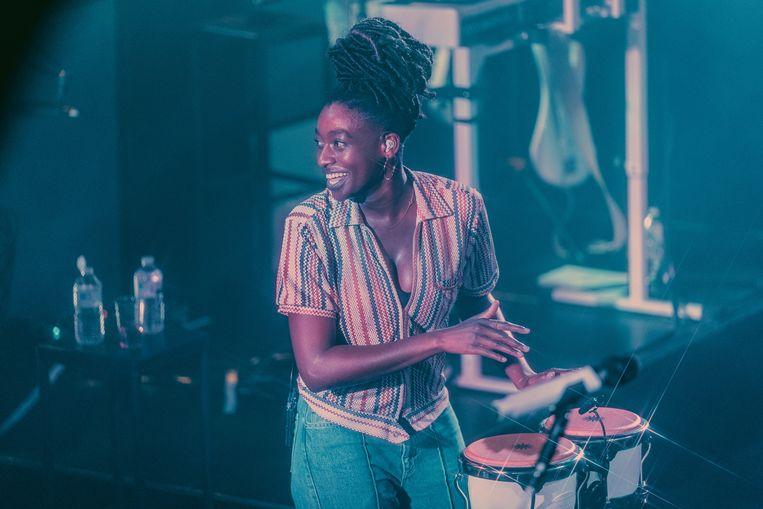 20190930 BrusselDe 25-jarige Simbi 'Simz' Ajikawo laat zien dat ze een buitengewone MC is in de Ancienne Belgique. Beeld Illias Teirlinck