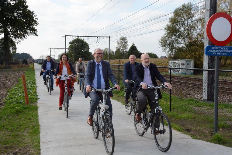 vandaag werd het fietspad officieel ingefietst