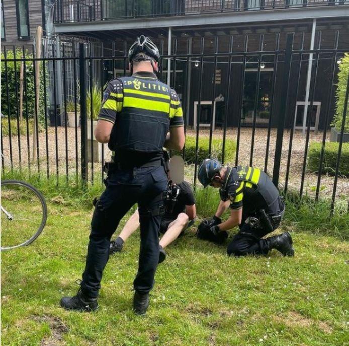 De fietsendief werd na een korte achtervolging aangehouden door de politie.
