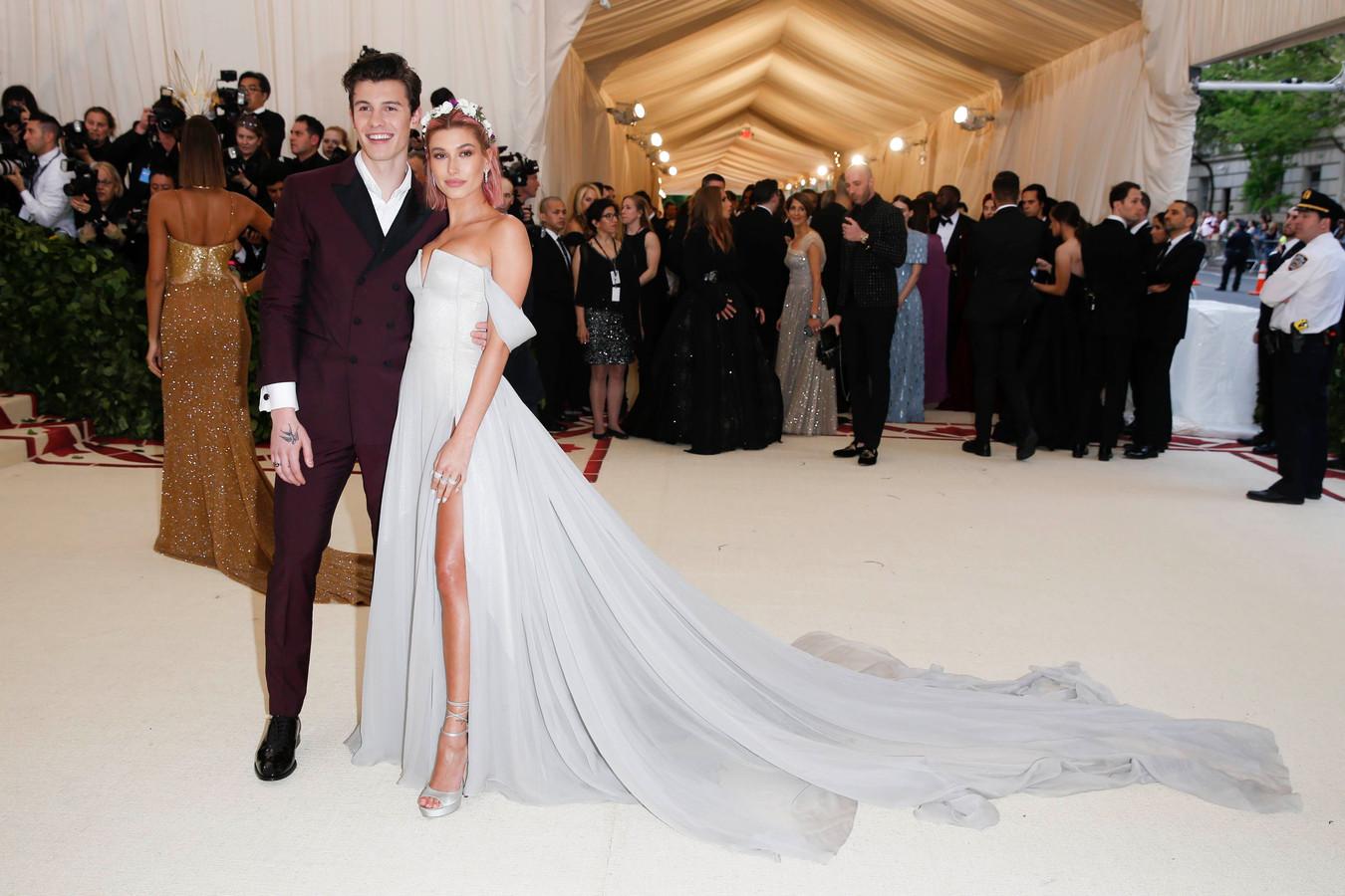Shawn en Hailey komen toe op het MET Gala.