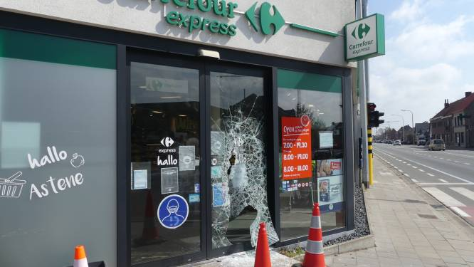 """Inbrekers aan de haal met drank en sigaretten uit Carrefour Express in Astene: """"We blijven open langs de achterdeur"""""""