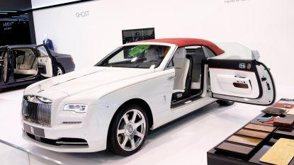 Voor de prijs van een Rolls-Royce Dawn kun je 23 Fiat 500's cabrio kopen. Aan jou de keuze