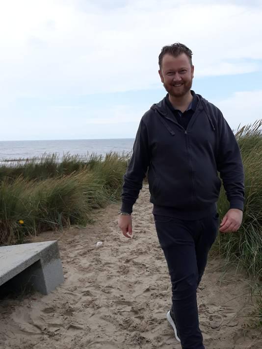 Tijdens de laatste gezamenlijke vakantie in Julianadorp geniet hij van zee en duinen.