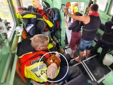Baby en gezin gered van brandend schip op IJsselmeer