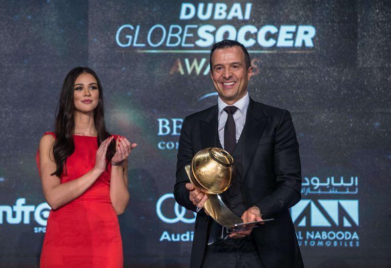 December 2015: 'supermakelaar' Jorge Mendes, de agent van onder andere Ronaldo en Mourinho en de man achter investeringsmaatschappij Doyen Sports, krijgt op de Dubai Globe Soccer awards de prijs van 'beste makelaar'.
