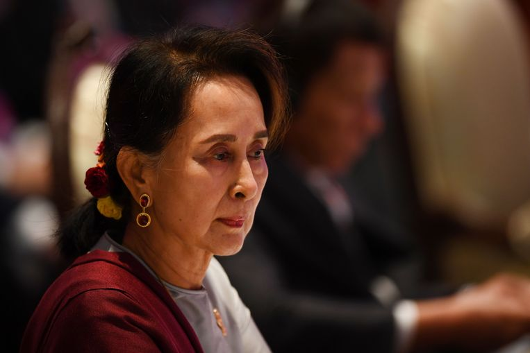 Aung San Suu Kyi tijdens een bijeenkomst van de ASEAEN in Bangkok.  Beeld AFP