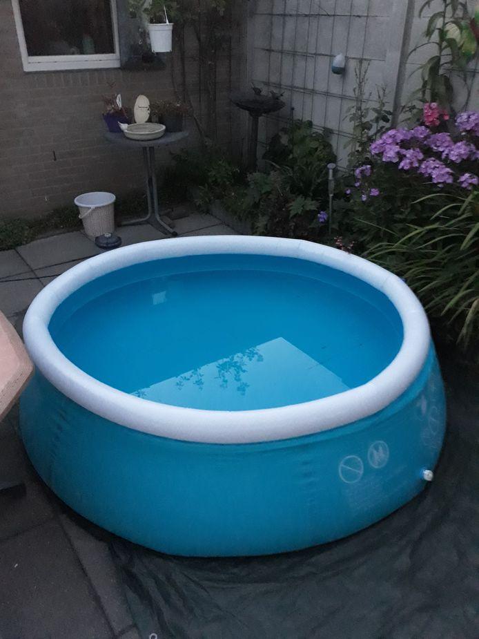 Het zwembad van Tonny Hermans uit Dongen.