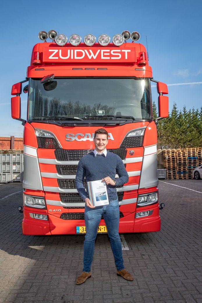 Corné van Oeveren, directeur van Zuidwest Logistiek, met het Zero Emissie Transport Kompas.