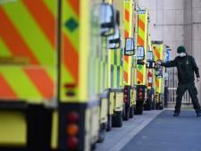 Engelse ziekenhuizen stromen over: 'De snelheid waarmee we mensen binnenkrijgen is gigantisch'