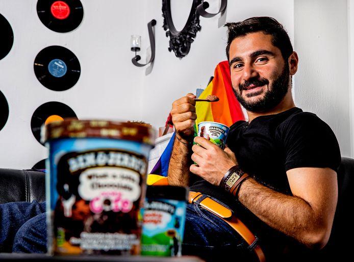 Ben&Jerry's begint vandaag een campagne voor het hervestigen van vluchtelingen. De Armeense Syriër Armen Melkonian kwam in 2015 als hervestigde vluchteling naar Nederland. Het ijsmerk gebruikt de vluchtelingen niet voor een eigen campagne.