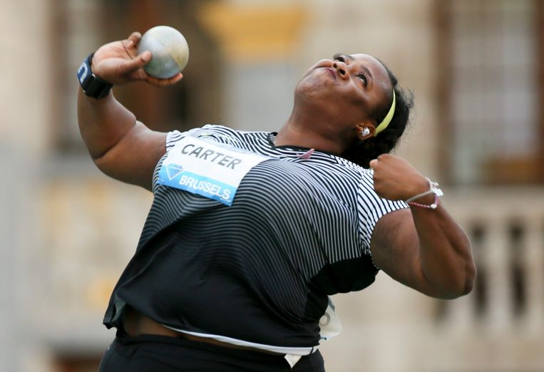 epa05530523 Michelle Carter of the USA in action to take first position during the Women's Shot Put competition at the Memorial Van Damme IAAF Diamond League international athletics meeting in the Brussels' Grand place, Belgium, 08 September 2016.  EPA/OLIVIER HOSLET Beeld EPA