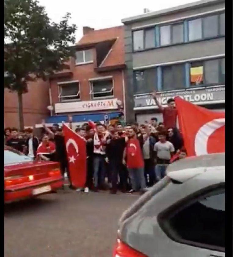 De vele Erdogan-supporters vierden uitbundig de verkiezingsuitslag.