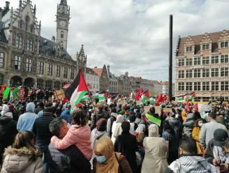 1.000 manifestanten op Korenmarkt om Palestijnen te steunen, situatie gedoogd door burgemeester De Clercq