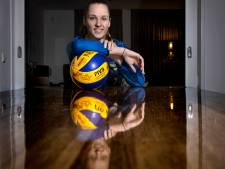 Als hekkensluiter niet degraderen zorgt voor opluchting bij Juul Knapen: 'Zo kunnen we vrijuit volleyballen'