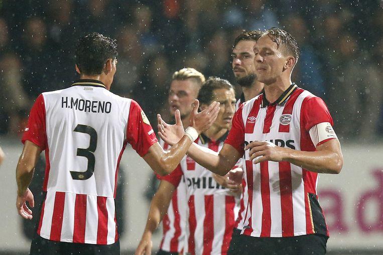 PSV-spelers Hector Moreno (L) met Luuk de Jong tijdens de wedstrijd tegen SC Cambuur. Beeld anp