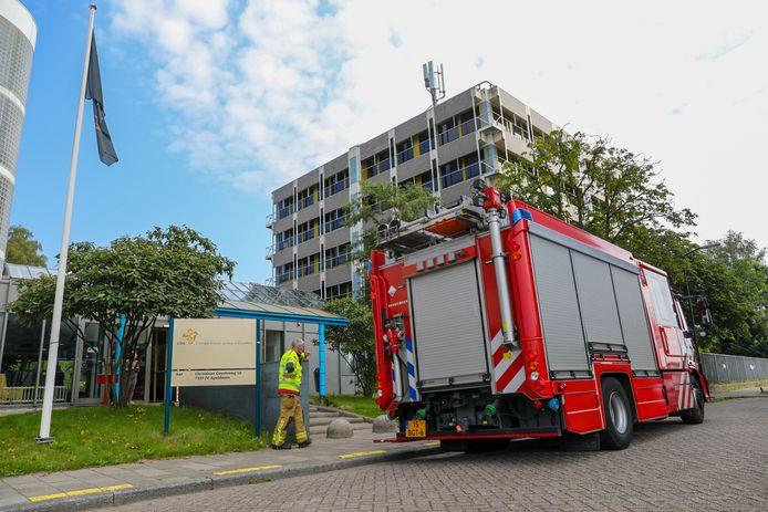 Vanwege een brand is de vluchtelingenopvang aan de Christiaan Geurtsweg in Apeldoorn donderdagochtend enige tijd ontruimd geweest.