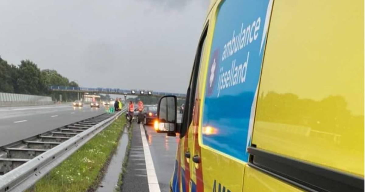 Beginnende automobilist op A28 voor zoveelste keer de klos: veroorzaakt weer ongeluk.