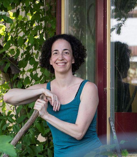 Chava's kleinkunst-teksten zijn tot leven gekomen: 'Gewoon bij mij' schreef ze voor haar dochter (9)