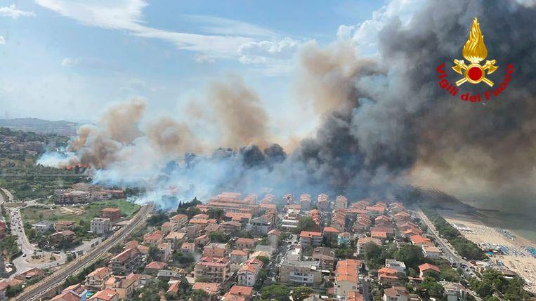 Begin deze week woedde de brand nog in Pescara, in centraal-Italië. Beeld AP