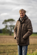 Peter Bloemendaal loopt vanuit zijn huis in Doesburg zo de natuur in.