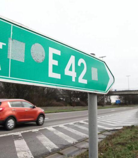 L'autoroute E42 Mons-Tournai fermée après l'incendie d'un camion
