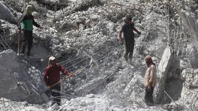 Tientallen lijken gevonden in massagraf in Raqqa