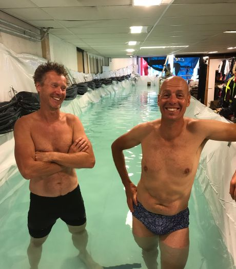Triatleten en waterpoloër zwemmen in zelfgebouwd bad