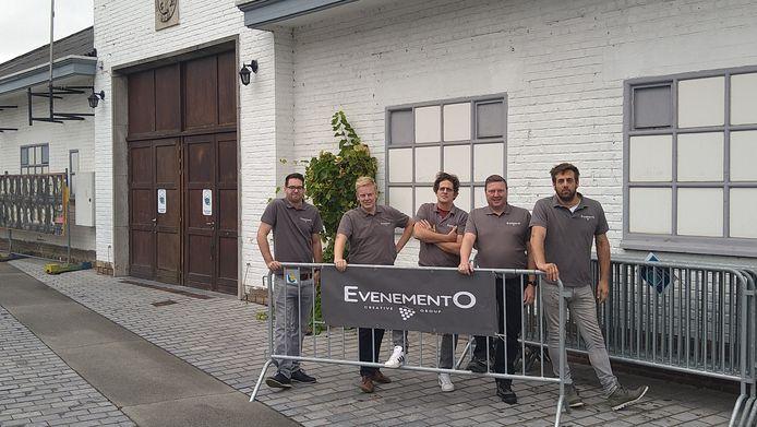De vijf vrienden van EvenementO bouwen de komende weken een winterdorp in de Markthal in Overijse.