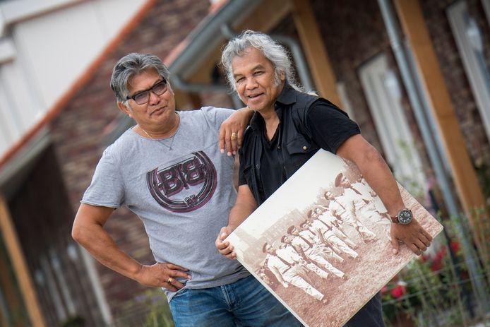 Johnny Lopurissa en Vic Latumahina  hebben zich sterk gemaakt voor het monument.