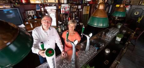 In dit café in Enter hebben overleden stamgasten nog steeds een plek aan de bar