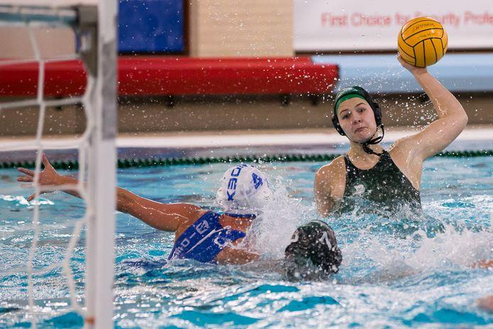 Simone van de Kraats (groene cap) was tegen UZSC goed voor twee doelpunten namens Polar Bears.