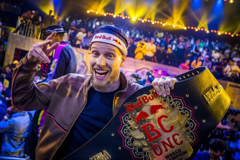 B-boy Menno uit Rotterdam wint voor de derde keer de Red Bull BC One World Final, in de National Sports Club of India. Beeld ANP