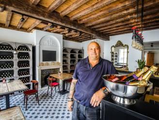 """Tot in Parijs zijn ze fan van de handgemaakte wijnkelders van René (58). Nu opent hij een eigen winkel in Brugge: """"Ik sta te kijken van de interesse"""""""