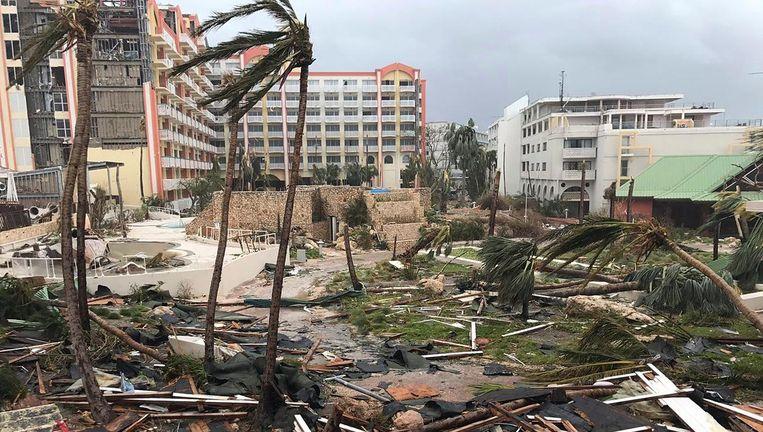 Verwoestingen op Sint Maarten nadat orkaan Irma over het eiland is geraasd. Beeld ap