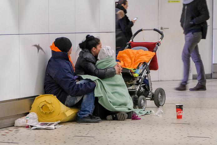 Illustratie: daklozen in het centraal station in Brussel