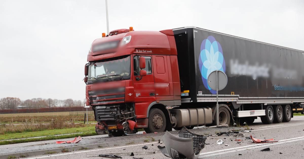 Man komt om het leven bij aanrijding met vrachtwagen.