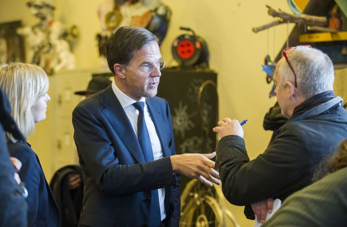 Premier Rutte staat de pers te woord.
