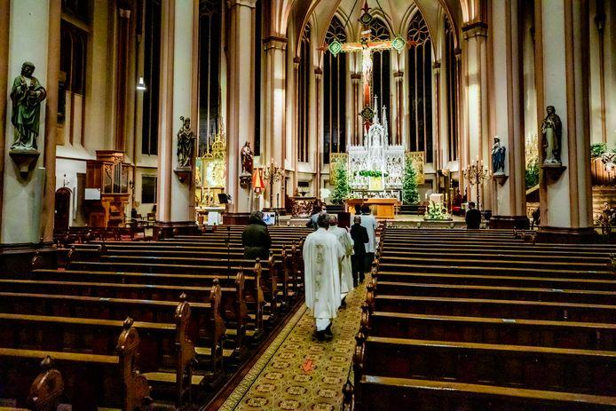 De Basiliek van de Heilige Kruisverheffing in Raalte. Als de andere kerkgebouwen van Parochie Heilig Kruis zijn gesloten, wordt dit de centrale locatie van de geloofsgemeenschap.