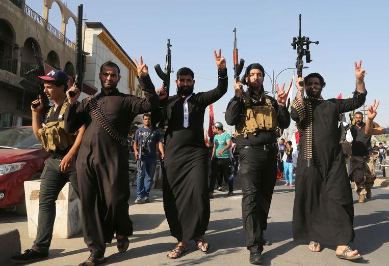 Sjiitische strijders mengen zich in de strijd tegen ISIS. Beeld AP