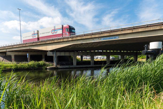 Daar waar het Wilhelminakanaal en de A58 elkaar kruisen, zou gekozen moeten worden voor een aquaduct en een verdiepte ligging van de verbrede snelweg, vinden ze in Oirschot.