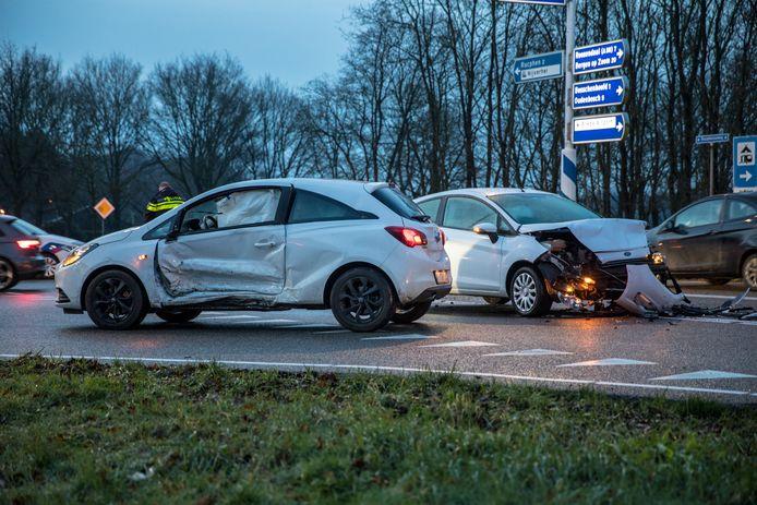 Aanrijding met twee auto's in Rucphen.