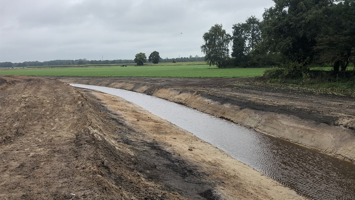 Voor het werk bij Collendoornerveen werd al een nieuwe watergang gegraven.